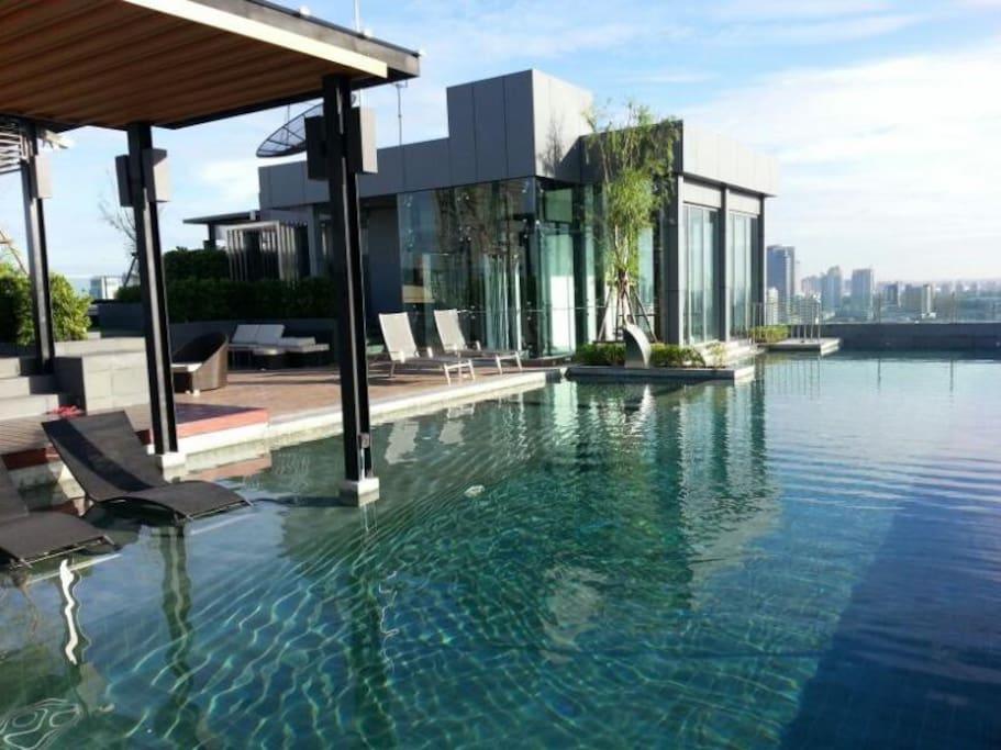 Amazing Infinity Roof Top Pool High Rise Bldg Bkk