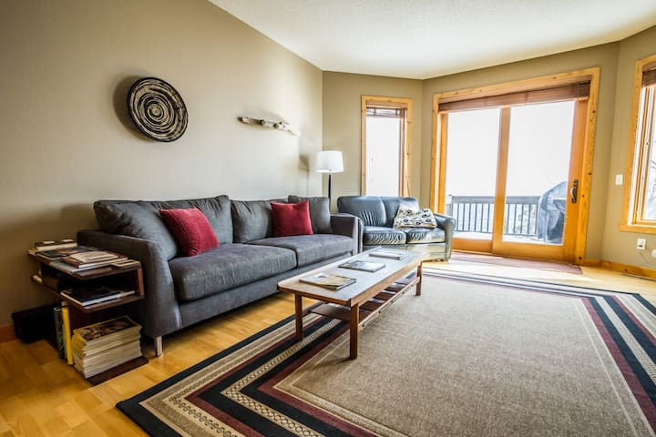 Windsong 610 is a vacation rental townhome just steps from the Lake Superior shoreline