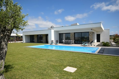 Modern Villa in Alcobaça with Private, heated Swimming Pool