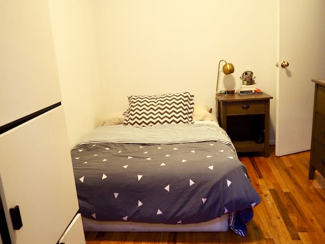 Lit double / Full size bed