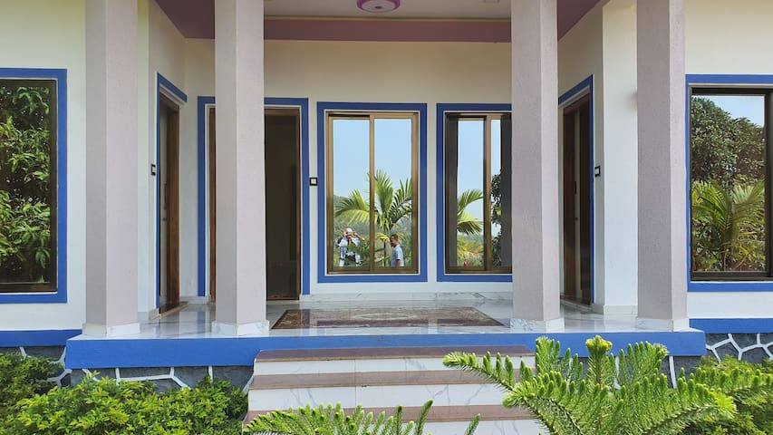 Manjos Star Villa.. Hill Top Villa close to beach