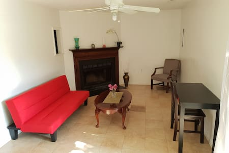 Clean Private Basement/Apartment !!!!