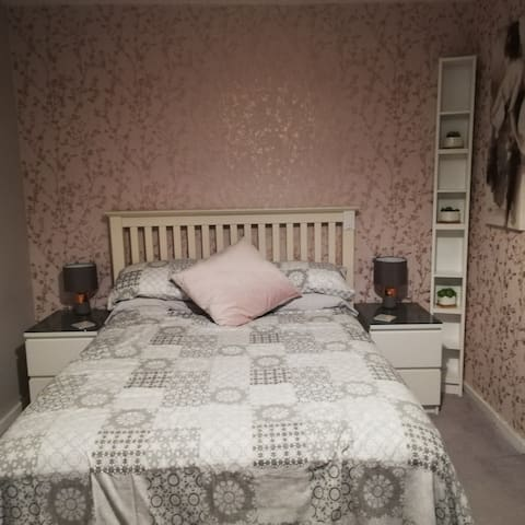 CLOSED - Rubery/Frankley - double room