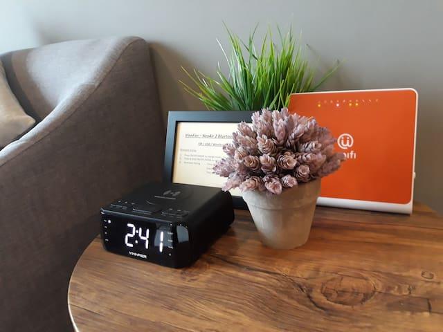 J7 Cool Cottage Golden Hills - Night Market/TV box