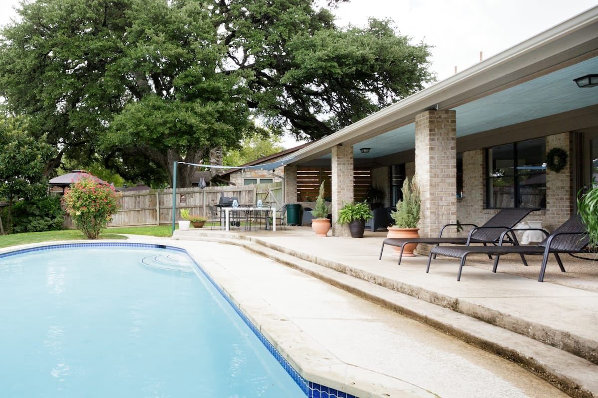 Enjoy View of Creek from Relaxing Poolside Retreat