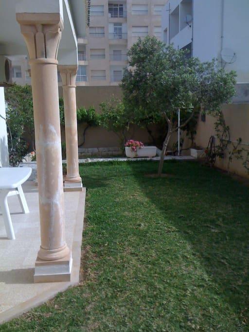 jardin donnant sur le salon