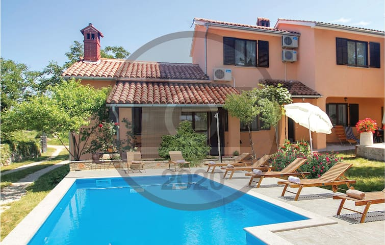 Semi-Detached with 2 bedrooms on 85m² in Marcana