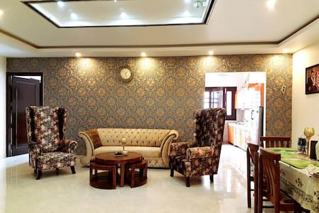 Beautiful Furnished Room, Homely atmosphere - House