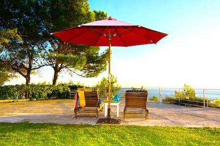 Sunny beach villa - Argostolion