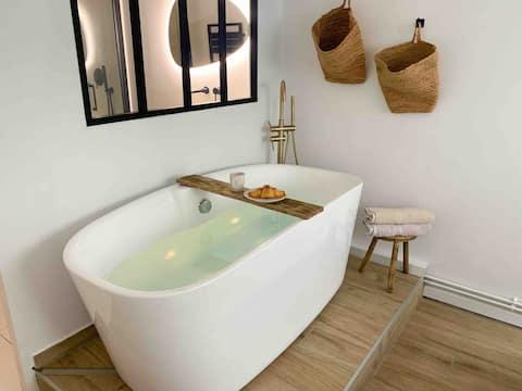 Appartement plein centre-ville - baignoire balneo