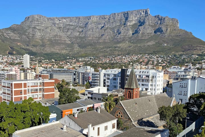 Stunning Loft Penthouse with Table Mountain Views