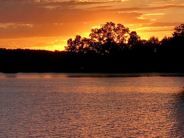 Chesapeake Sunset Cottage