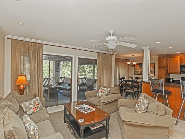 Beautiful First Floor Villa- Walking Distance To The Beach & Shops at Town Center!
