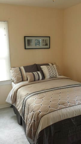 Beautiful Bungalow room in Southfield. (Room 1A)