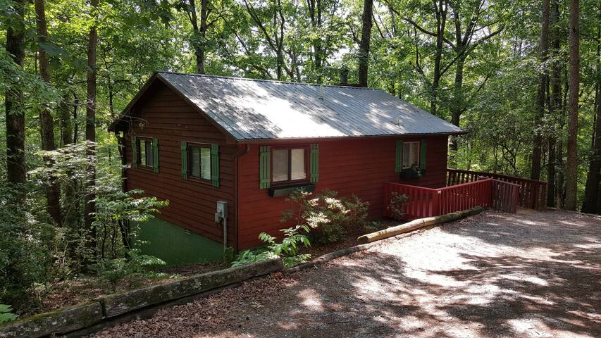Whispering Creek Cabin w/hot tub - Sautee Nacoochee