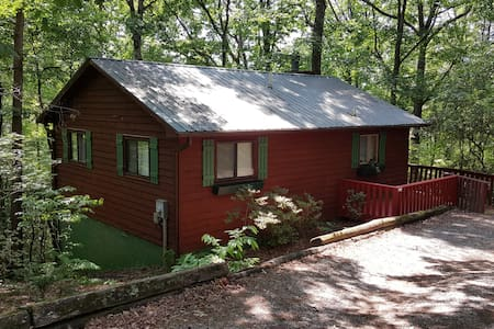 Whispering Creek Cabin w/hot tub - Sautee Nacoochee - Srub