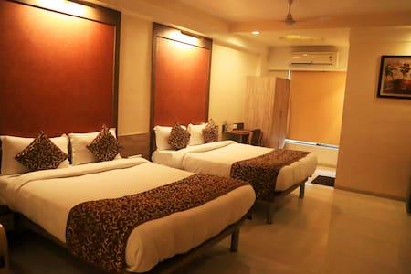 Vista Apartments at Gunjan Road - Valsad - Apartamento