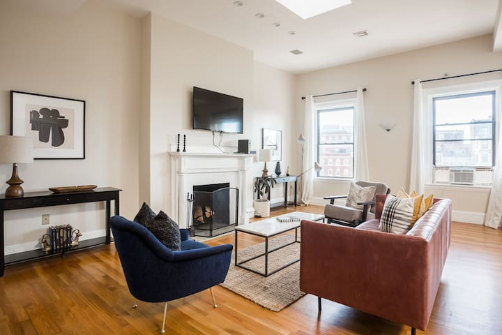 Luxury 4BR 3.5BA in Fenway w/ Laundry & Roof Deck!