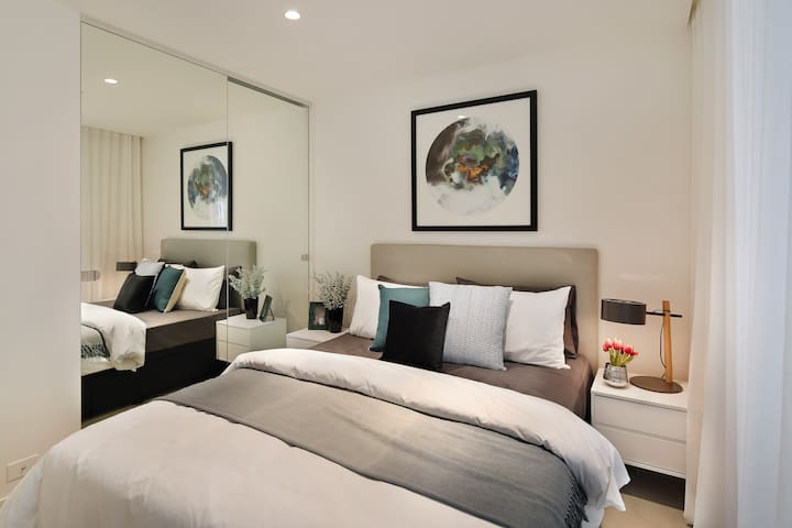Stylish Brand New 1BD + Parking in South Yarra
