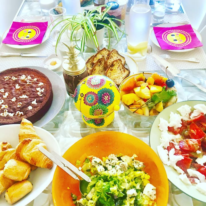 Salads, breads, fruits, cakes, cheese ..
