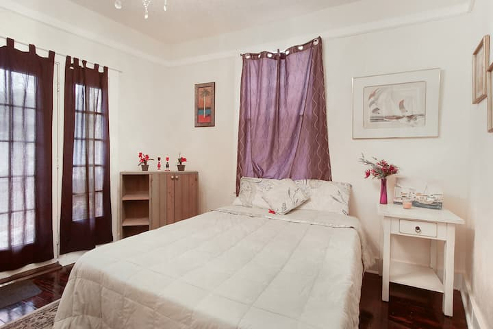 The Lagniappe -private Room in House