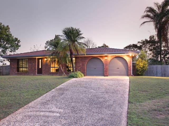 Stunning, newly renovated Entire House in Camira*