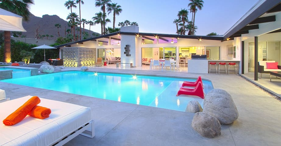 Luxury Mid-Century Estate, 6 Bedrooms, Dogs ok