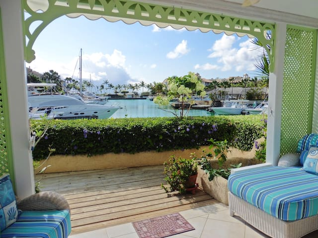 Water's Edge offers a secret paradise! - Speightstown - Appartement