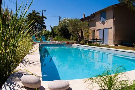 Maison de charme avec piscine et jacuzzi