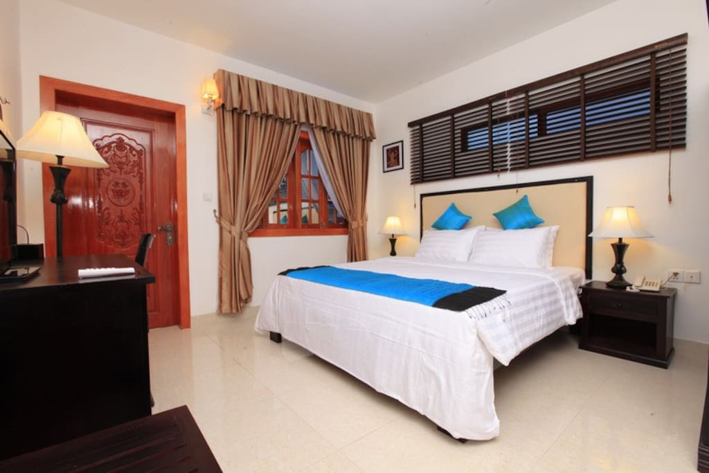 Deluxe Room with Balcony-1King Size Bed