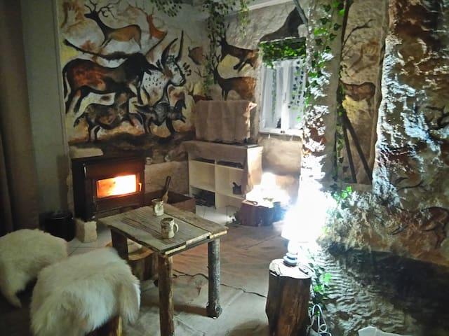 Gîte insolite ambiance préhistoire près de lascaux