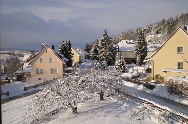 Gästezimmer in idylische Lage - Weißenbrunn - Dům