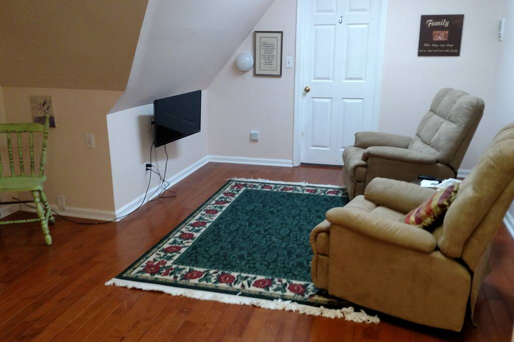 A commons room links the three bedrooms with free cable and wifi. Watch the game from the comfort of these recliners!