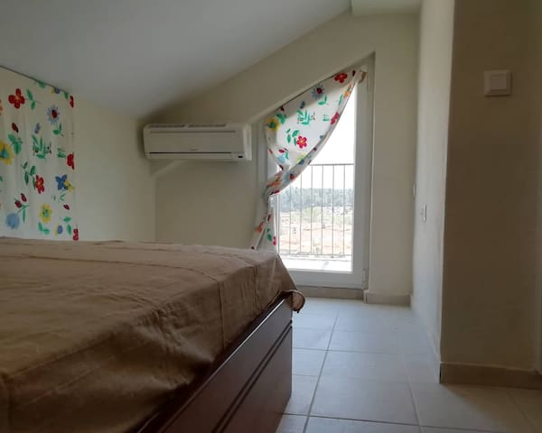 Third bedroom with A/C and view to the village.  Το τρίτο υπνοδωμάτιο με Α/C και θέα το χωριό.