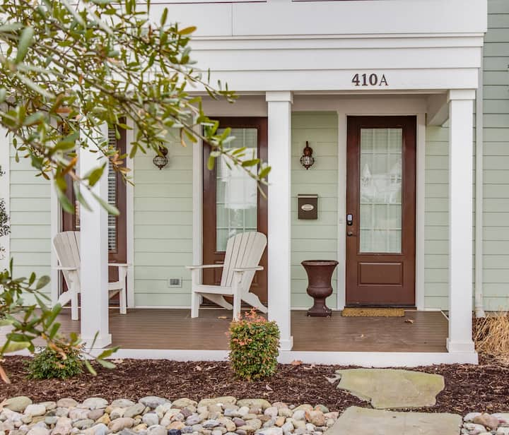 Beautiful, Spacious Townhouse Near the Oceanfront (410A)