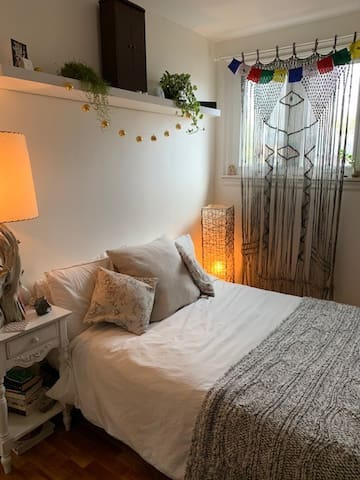 Cozy south-facing room for sublet
