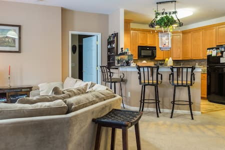 BEAUTIFUL; PRIVATE; QUIET ROOM FOR TWO - Eatontown - Appartement en résidence