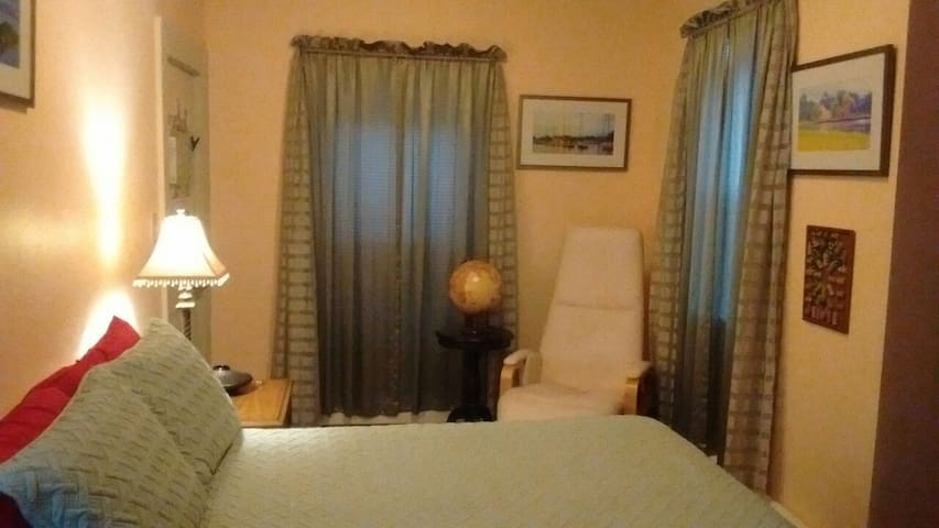 Cozy private room in historic house - Providence - Byt