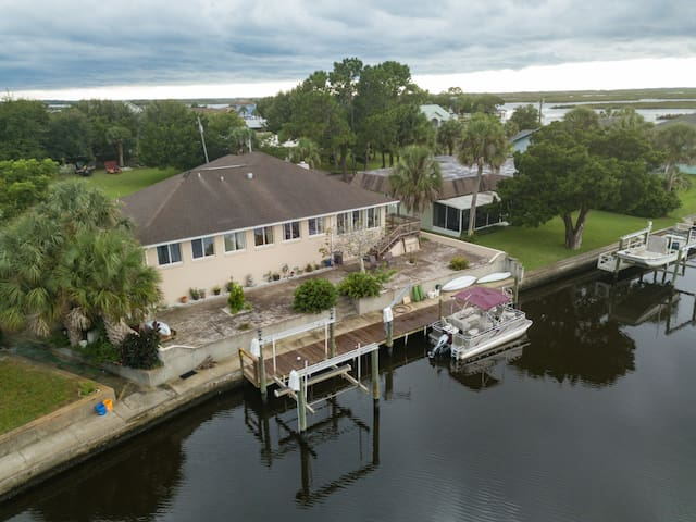 WaterFront Luxury Home @Cystal River 11849