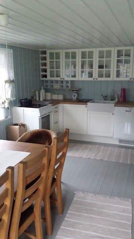 Koselig hytte i sjøkanten - Vestre Sandøya