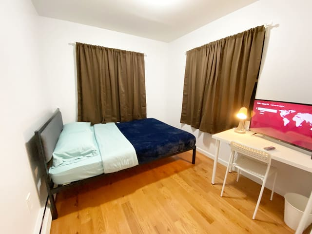 private room with queen bed near Subway F train