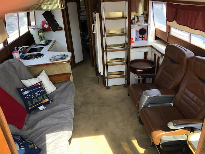 Glamping on a Yacht Downtown, walk to Summerfest