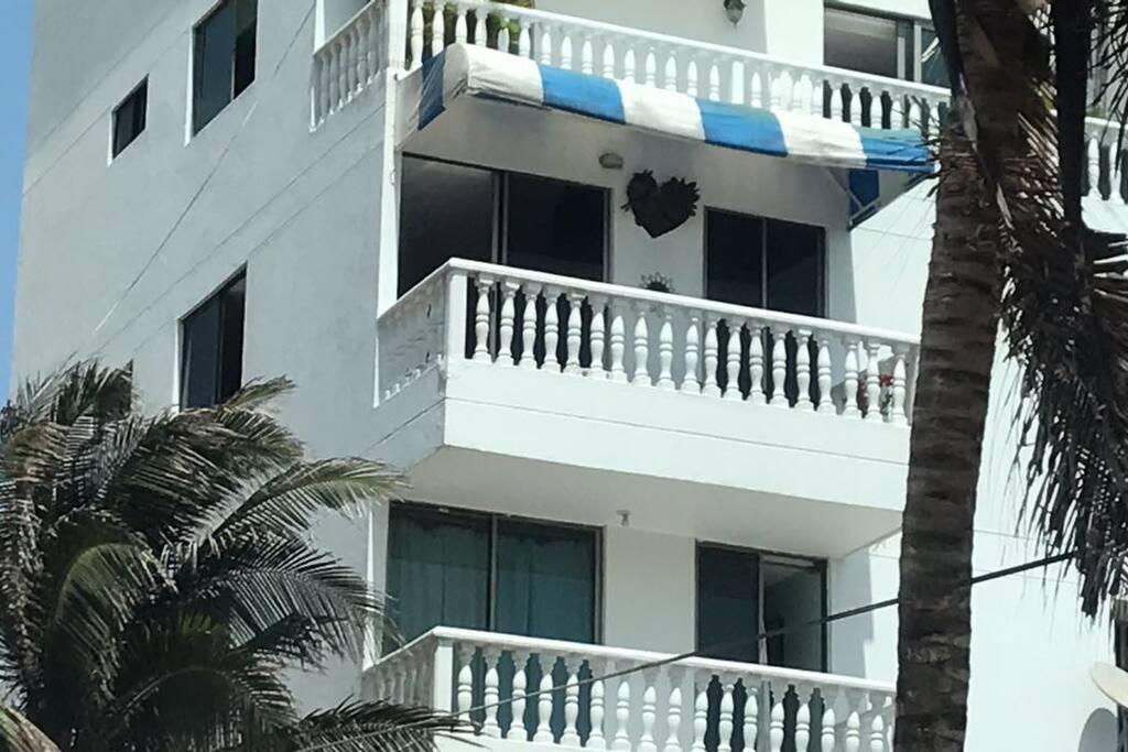 El balcón con toldo es el nuestro