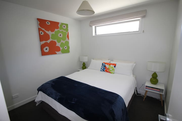 Campden Court Escape - Cosy Flat