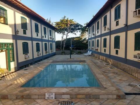Apartamento tipo Flat em frente à praia do Peró