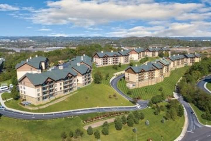 Two Bedroom Deluxe Luxury Condo, Smokey Mountains (A322)