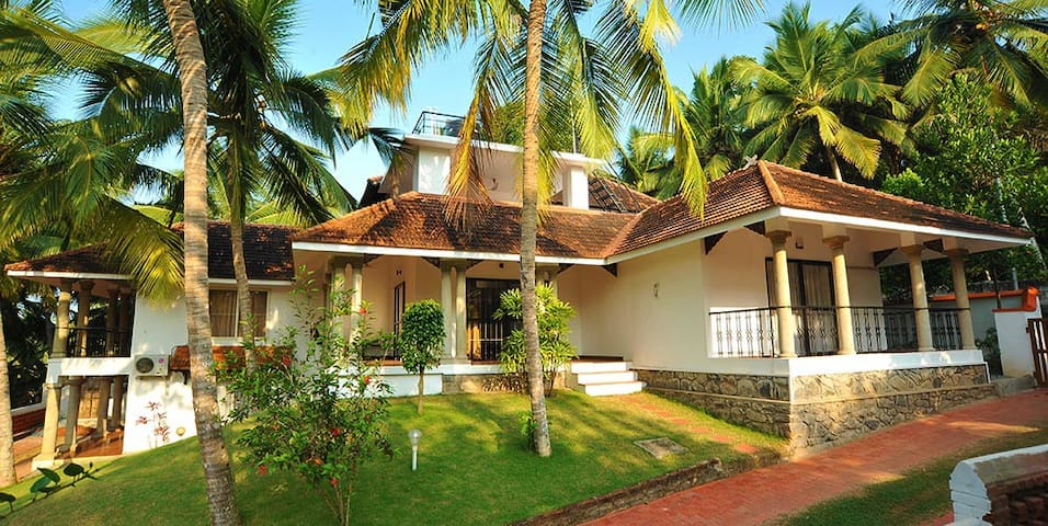 Villa by the Beach near Kovalam- Courtyard bedroom