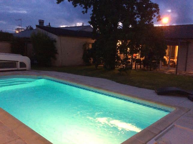 Maison avec piscine chauffée à 20min/std de France - Othis - House