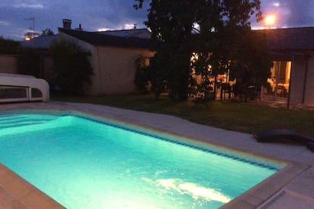 Maison avec piscine chauffée à 20min/std de France - Othis - Casa