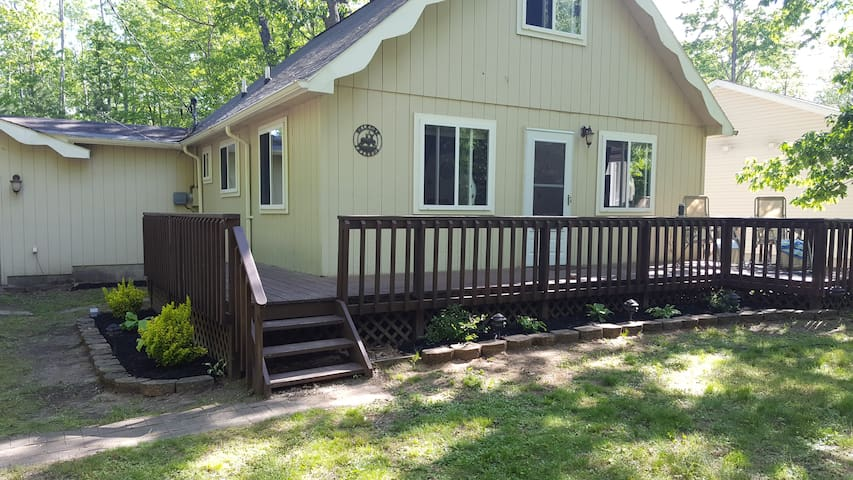 3 Bedroom Chalet Close to 2 popular lakes!